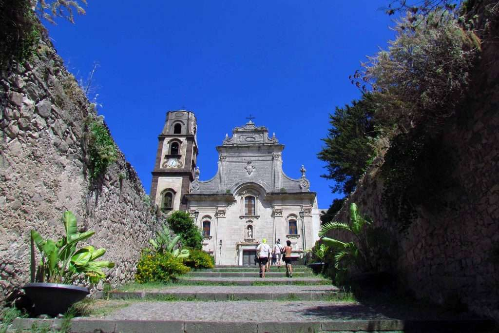 eolie tour lipari cathedral