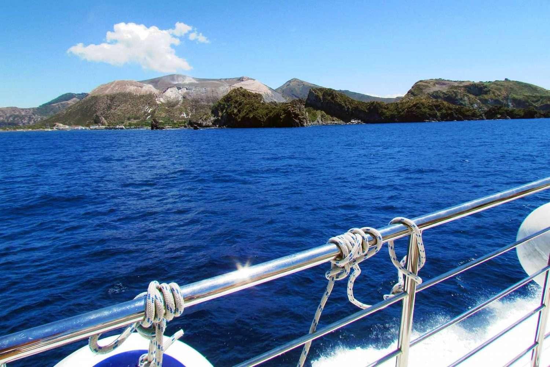 eolie tour sailing towards vulcano and lipari
