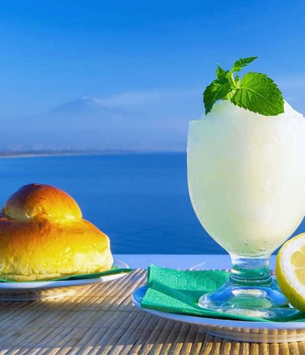 Lemon granita drink