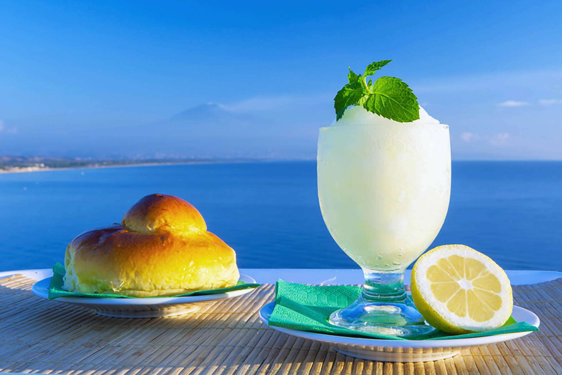 Lemon granita drink