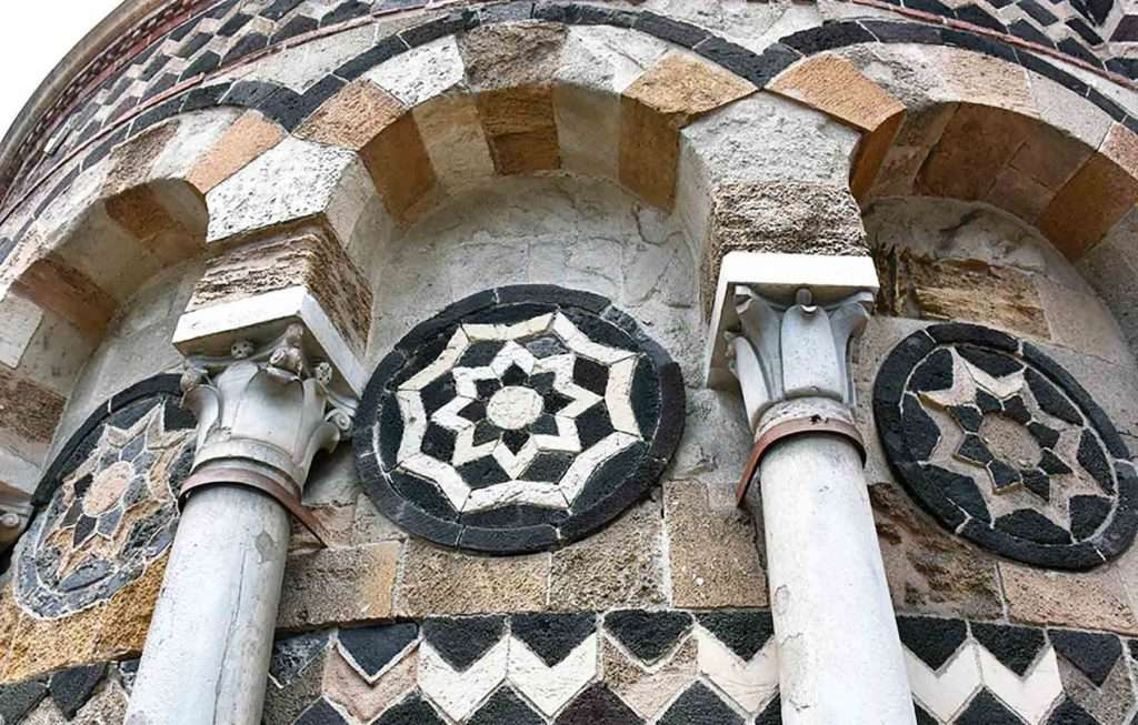 details of arabic architecture in sicily