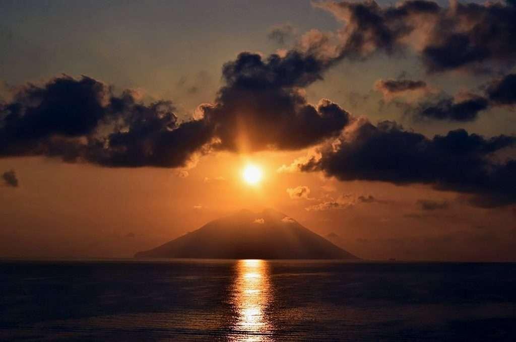 eolie tour stromboli sunset